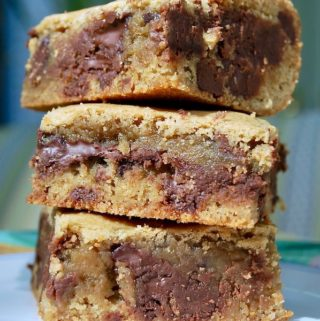 Three stacked Congo bars on a plate.