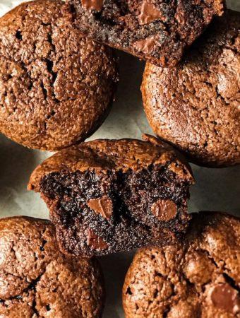 Brownie bites with one split in half revealing fudge center.